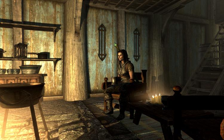 暖炉前の椅子に腰掛けるLydia